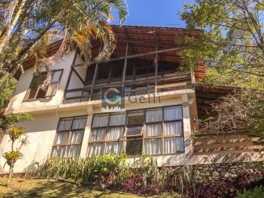 Casa em condomínio em Quitandinha Petrópolis
