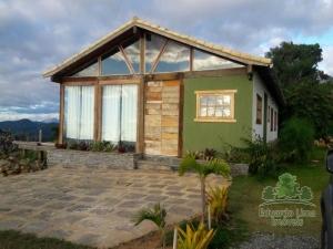 Casa Petrópolis Vale das Videiras-Araras.