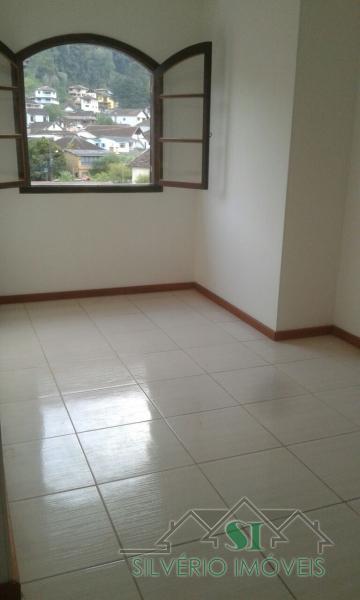 Apartamento em Mosela  -  Petrópolis - RJ