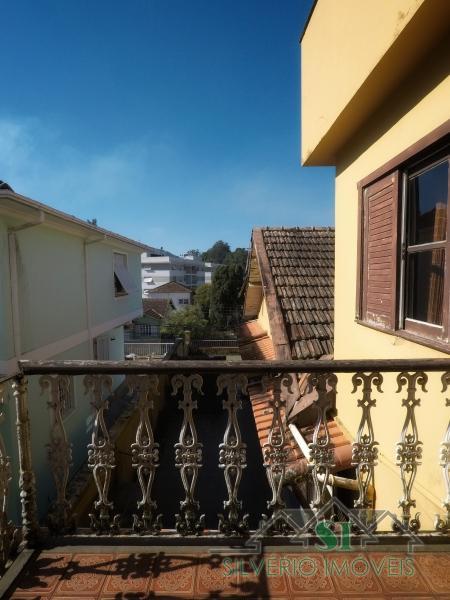 Casa em Valparaíso  -  Petrópolis - RJ