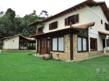 [SEC 726] Casas e sítios em Secretário, Petrópolis/RJ